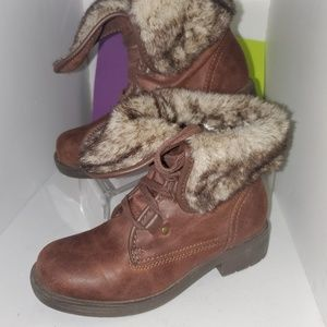 AUSTIN TRADING CO FAUX FUR LINED MOTO BOOT. 6